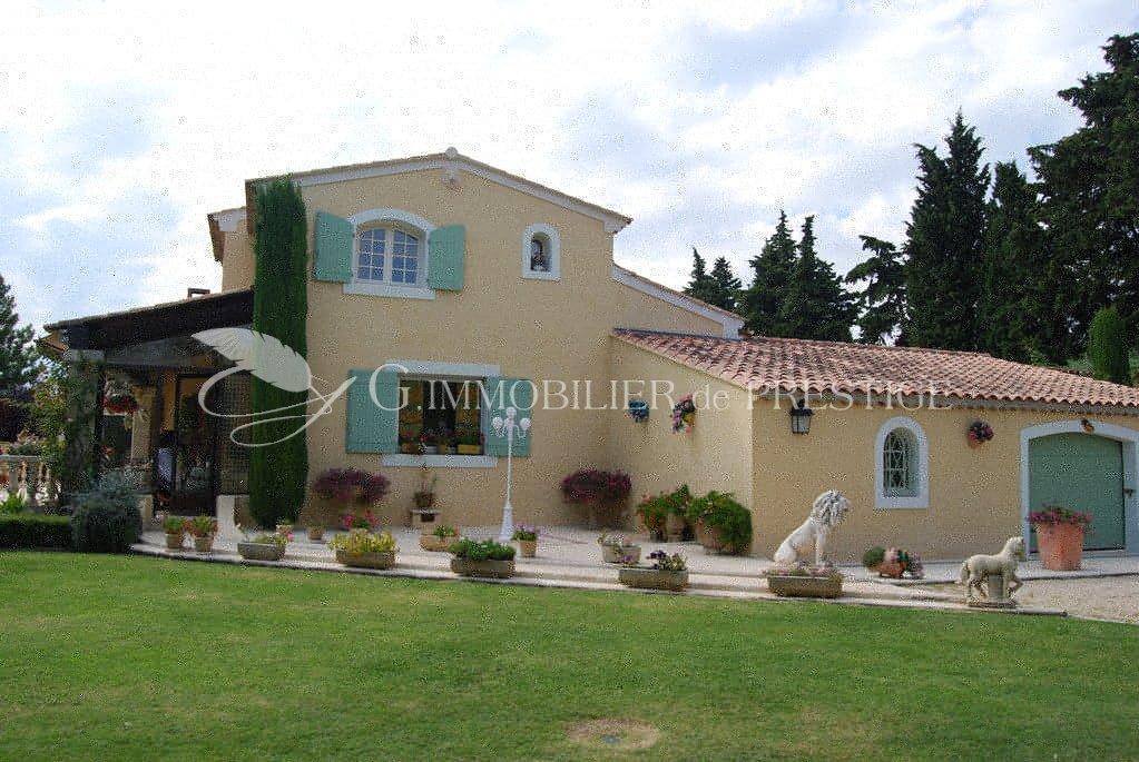 G immobilier de prestige houses and mansions around for Maison et prestige