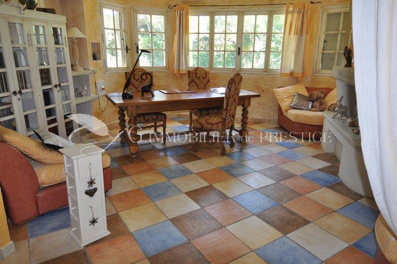 immobilier prestige vaucluse villa prestige louer avec piscine chauff e locations. Black Bedroom Furniture Sets. Home Design Ideas
