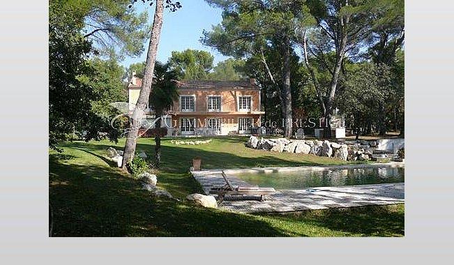 Vaucluse villa prestige louer avec piscine chauff e for Chambre de commerce vaucluse