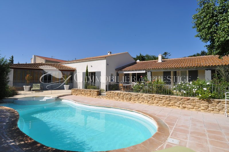 Immobilier prestige vaucluse monteux villa avec piscine for Hotel mont dore avec piscine interieure