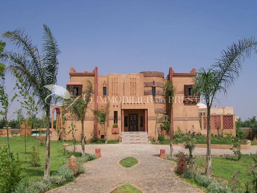 Maroc marrakech villa 1100 m mas et propri t s for Decoration villa marocaine
