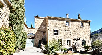 [G. Immobilier de Prestige] A country house renovated by a passionate antique dealer
