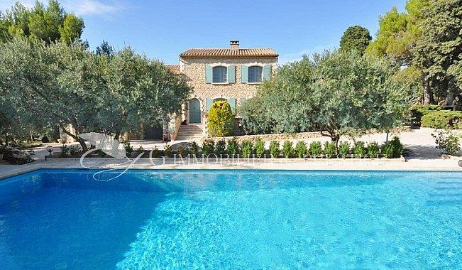 Immobilier prestige vaucluse avignon villa piscine for Hotel avignon piscine