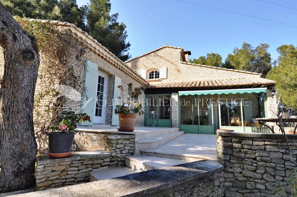 immobilier prestige vaucluse avignon villa piscine villas et maisons de village. Black Bedroom Furniture Sets. Home Design Ideas