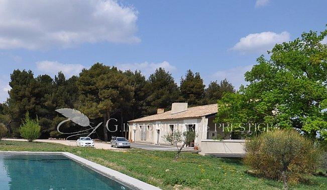 immobilier prestige vaucluse avignon villa d 39 architecte villas et maisons de village. Black Bedroom Furniture Sets. Home Design Ideas