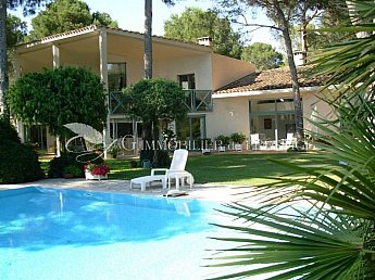 [G. Immobilier de Prestige] Magnificent contemporary villa set among pine trees!