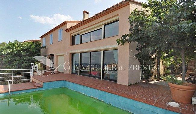 Collioure villa vue mer villas et maisons de village for Villa et prestige