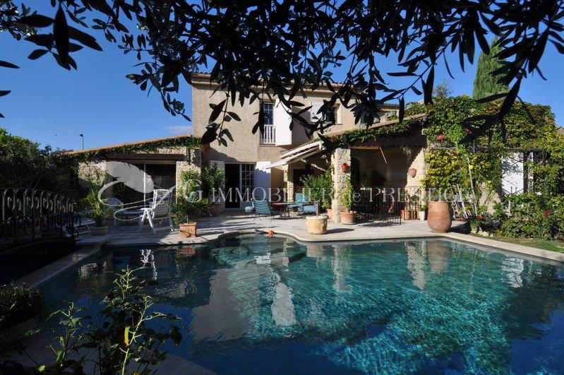 Vaucluse le pontet maison de ville avec piscine villas for Piscine le pontet