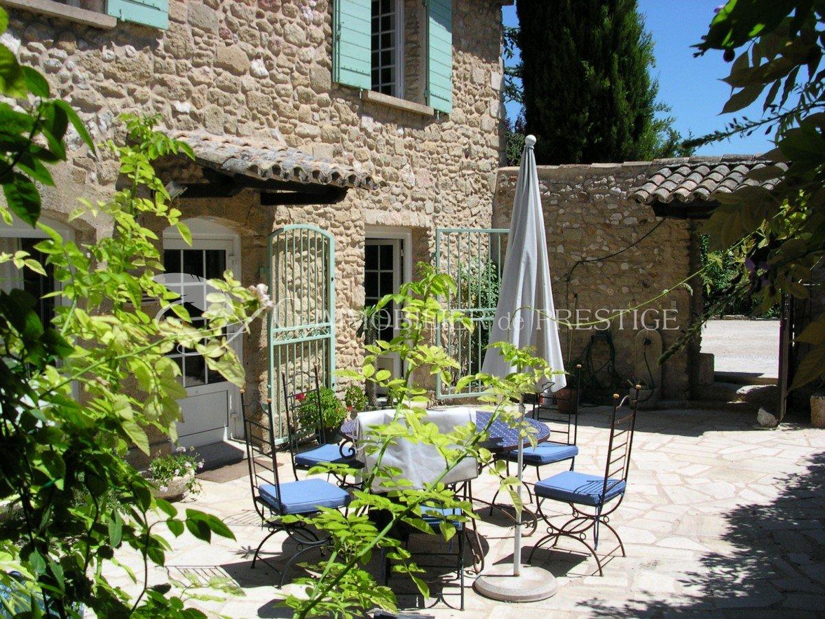 Immobilier prestige vaucluse gordes 10 minutes mas for Photo de mas provencal