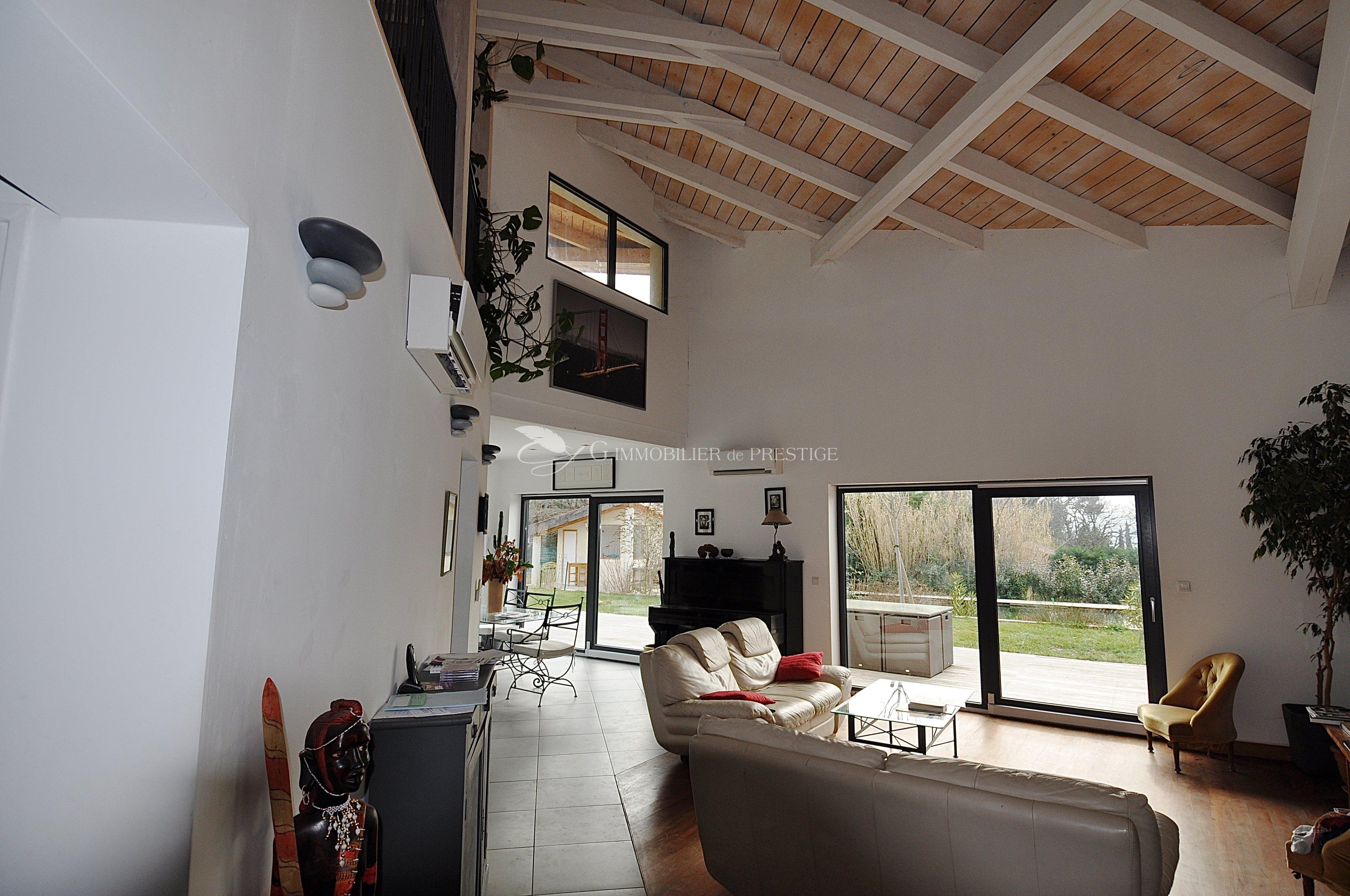 maison d 39 architecte contemporaine aix en provence villas et maisons de village immobilier. Black Bedroom Furniture Sets. Home Design Ideas
