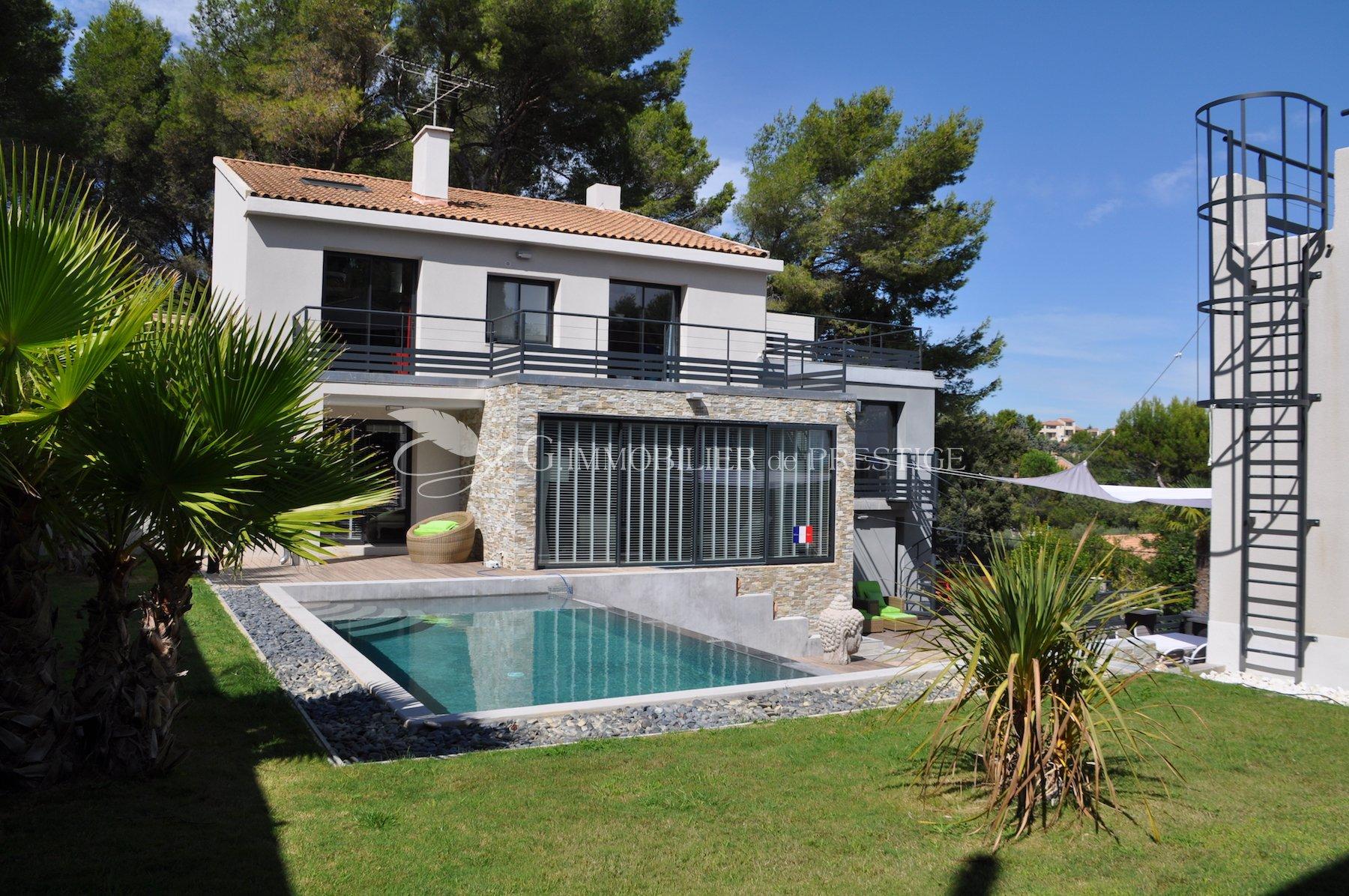 Villeneuve les avignon villa contemporaine avec vue for Villa et prestige