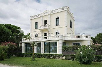 French real estate prestigious exceptional and luxury for Luxury french real estate