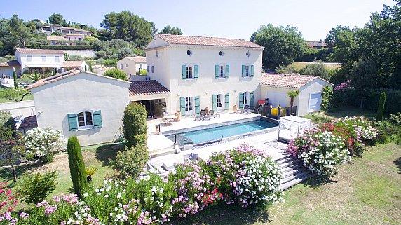 [G. Immobilier de Prestige] Une élégante demeure avec piscine  et appartement indépendant.