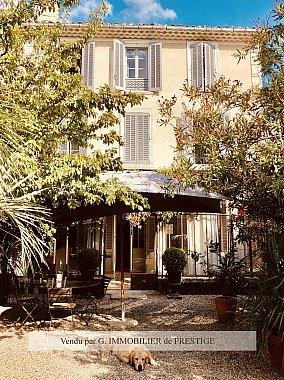 [G. Immobilier de Prestige] Hôtel particulier avec jardin et piscine