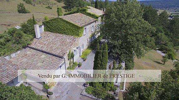 [G. Immobilier de Prestige] Une propriété entre forêt et lavandes