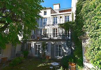 [G. Immobilier de Prestige] CARPENTRAS, A SMALL 19TH CENTURY MANSION
