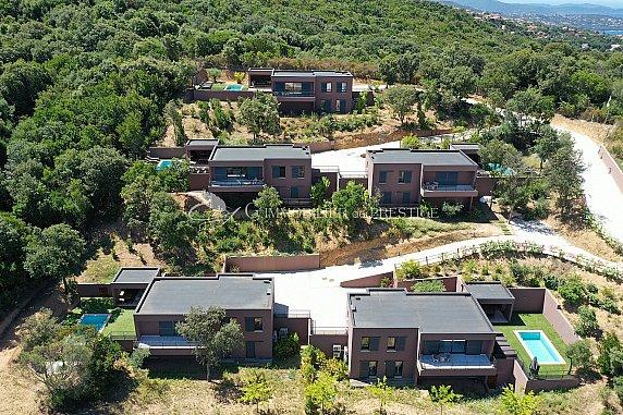 [G. Immobilier de Prestige] Domaine privatif de 6 villas avec piscines