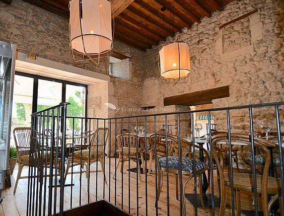 [G. Immobilier de Prestige] Un restaurant avec terrasse et espace privatif