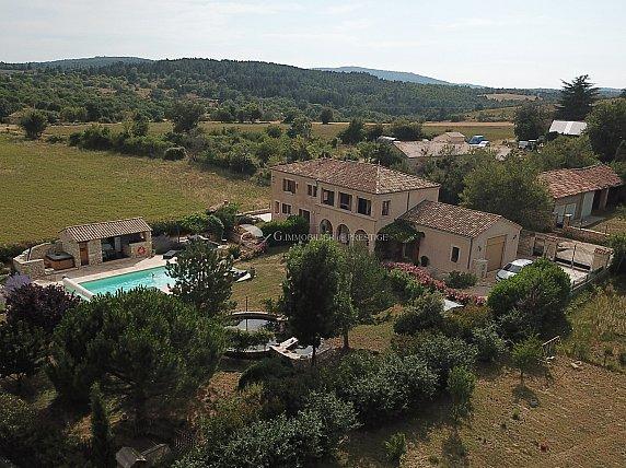 [G. Immobilier de Prestige] Une belle maison avec gîte, piscine et jolie vue dégagée