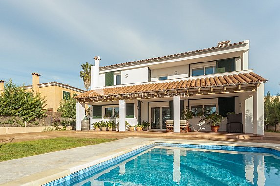 [G. Immobilier de Prestige] Espagne, Majorque, Une magnifique villa avec jardin et piscine